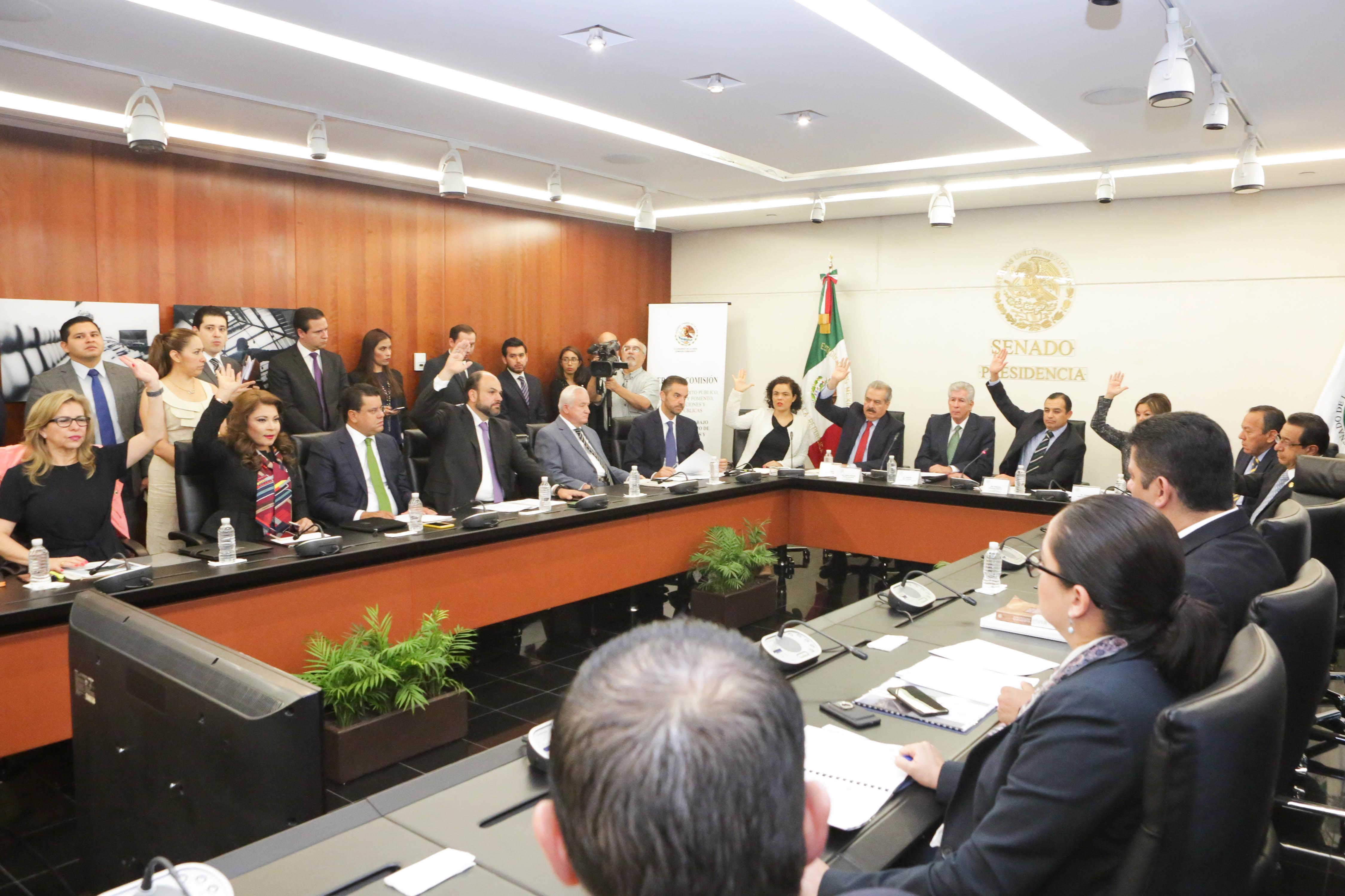 Empresas deben responder por Paso Exprés, señala Ruiz Esparza a senadores y diputados